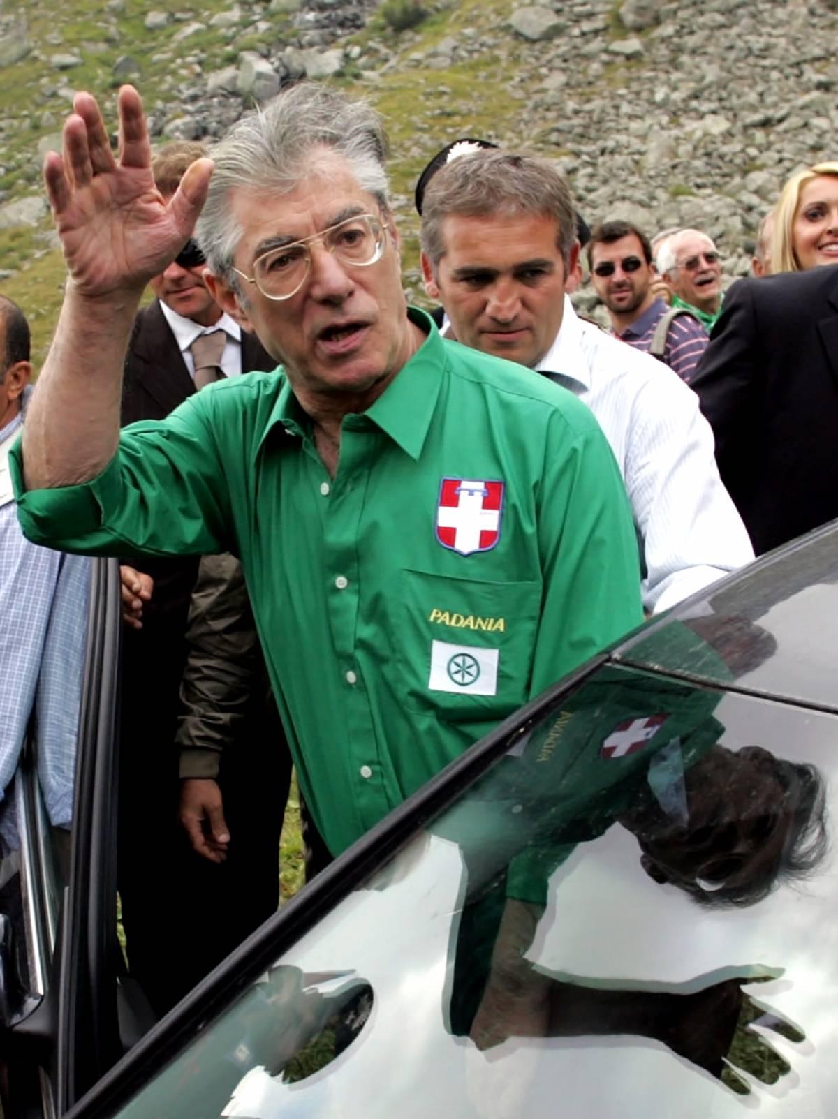 """Tricolore, Bossi: """"Per me solo bandiera padana"""""""