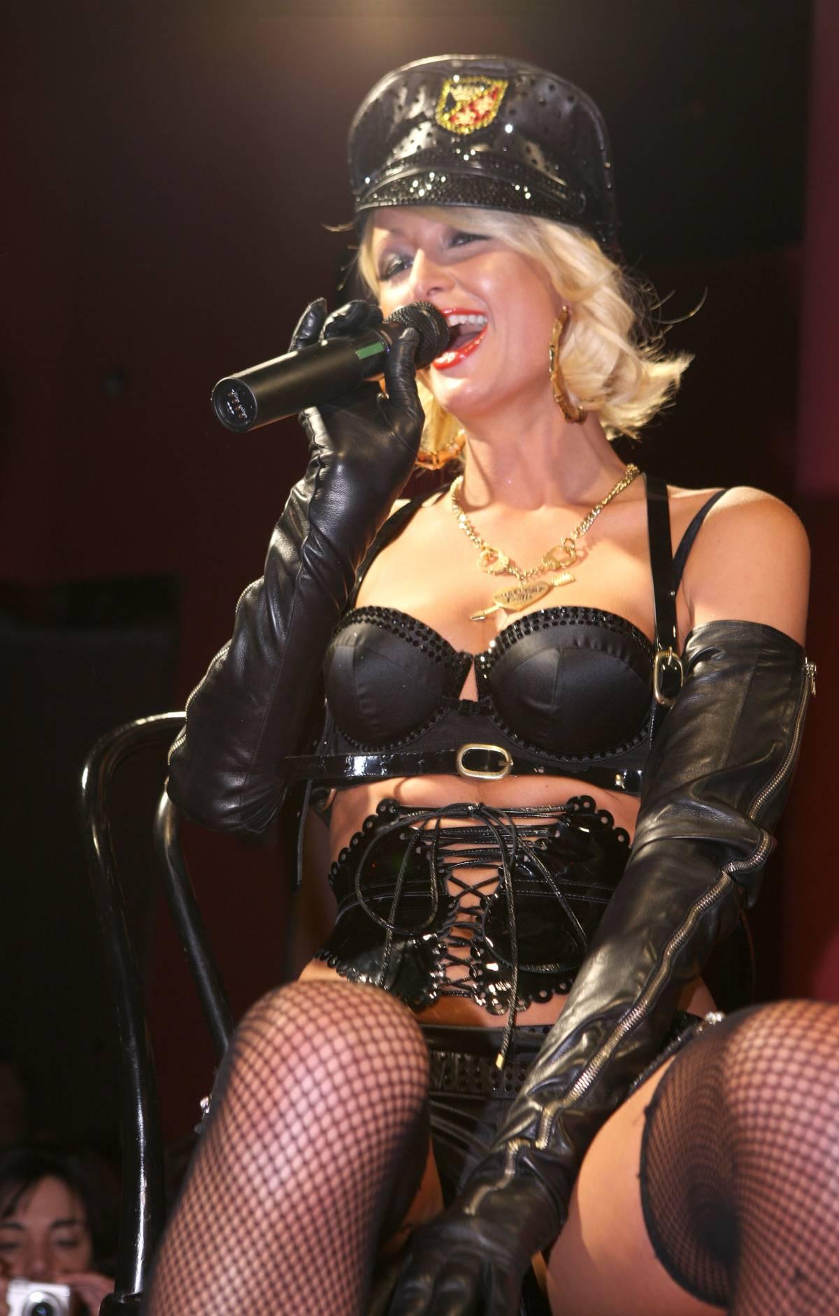 "Paris Hilton: ""Più di venti uomini in una notte"""