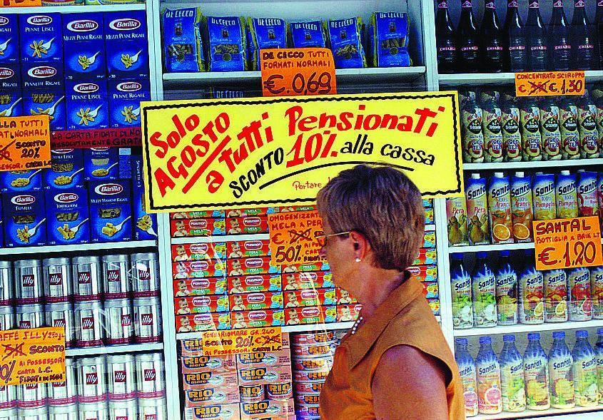 Il Comune: «A Ferragosto aperto un negozio su cinque»