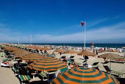 I padroni delle spiagge di Rimini? Tutti poveri