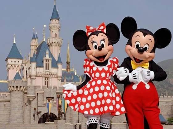"""Disneyworld: palpa il seno di """"Minnie""""  due giorni di carcere per un 60enne"""