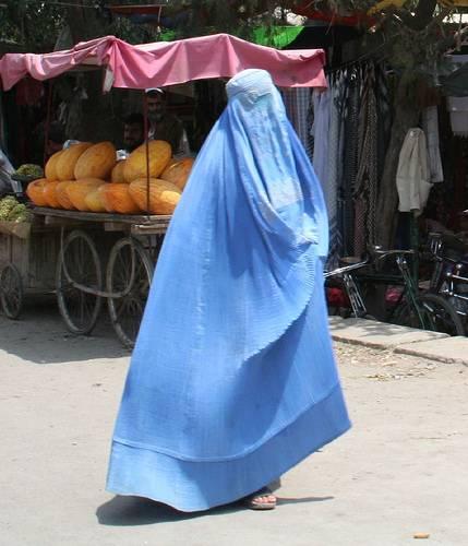 Afghanistan, la moglie rifiuta il sesso?  Il marito può lasciarla senza cibo