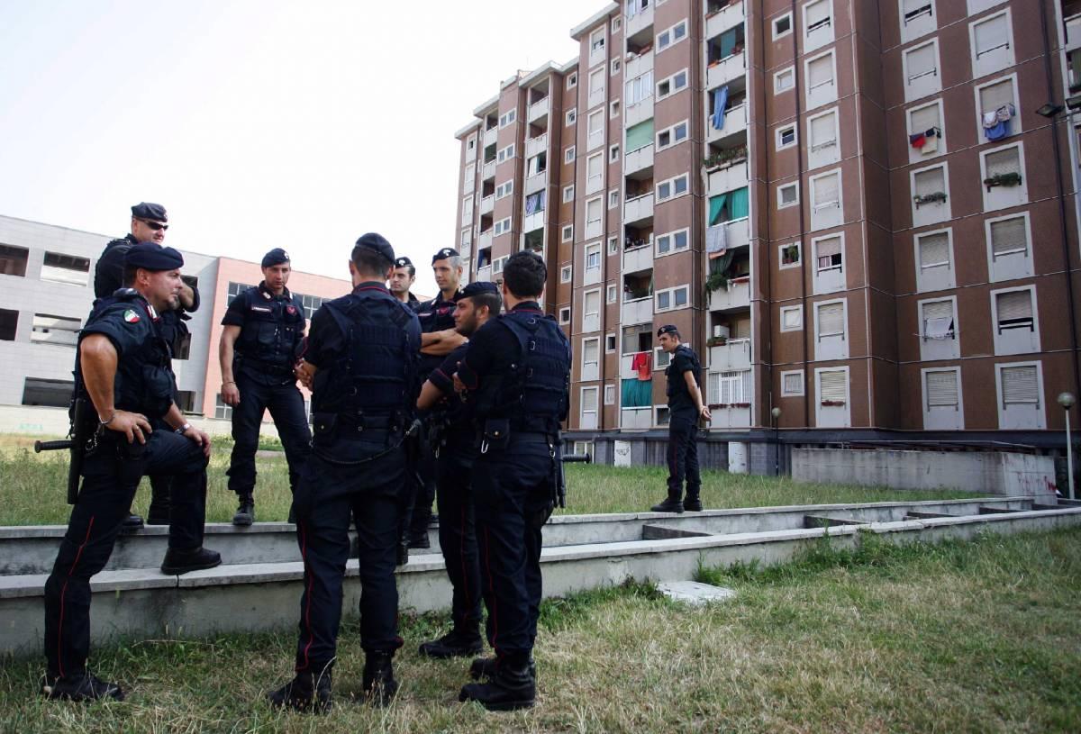 """Via al blitz nel """"ghetto""""  140 agenti in azione:  trovate armi e droga"""