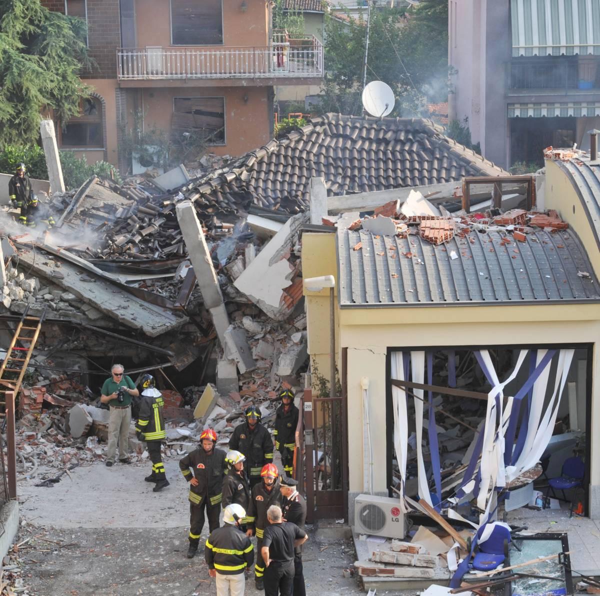 Torino, esplode palazzina  per una fuga di gas:  un morto tra le macerie