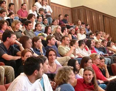 L'università è in crisi:  giù il numero di iscritti  Sempre meno i laureati
