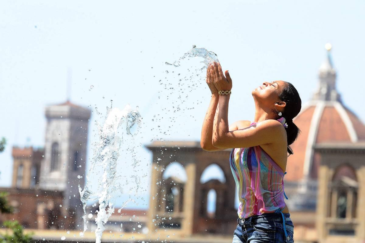 Caldo torrido e umidità,  allarme rosso per 13 città  Temporali nel week end