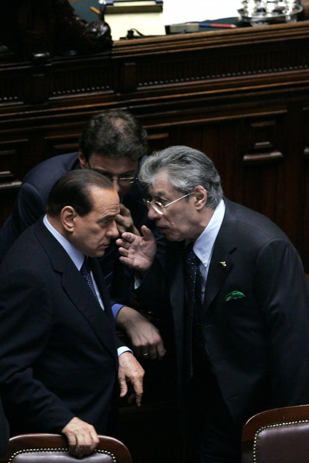 """Bossi telefona a Berlusconi: """"Governo più saldo"""""""