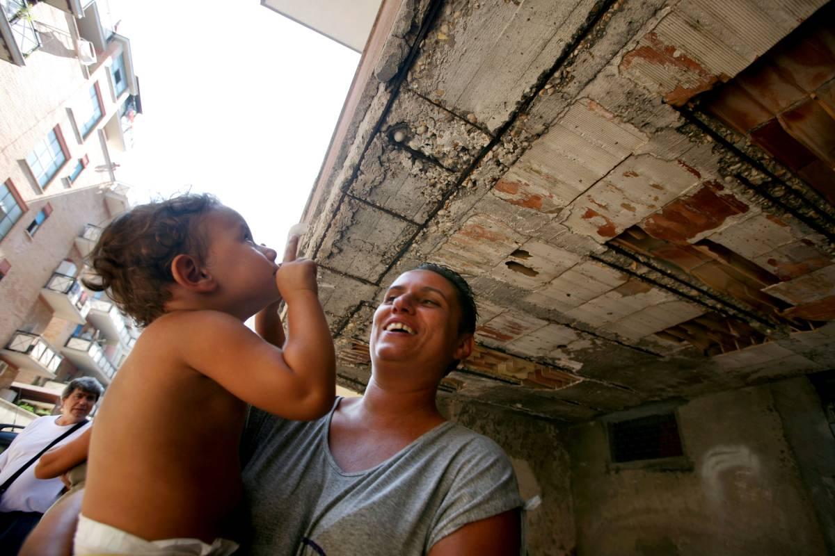 Ostia, palazzine di sabbia:  15 famiglie si oppongono  allo sgombero comunale