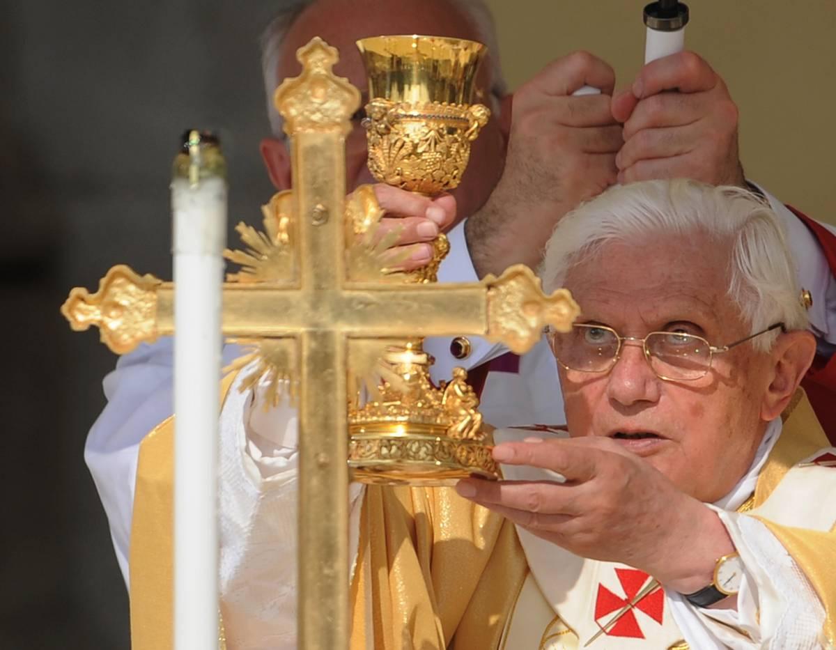 """Inedito di Benedetto XVI  """"La Messa del futuro?  Ecco come deve essere"""""""