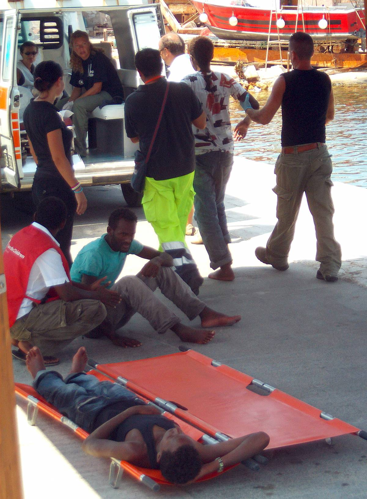 """Lampedusa, Cei: """"Rispettare i diritti""""  Bossi: """"Da loro parole con poco senso"""""""