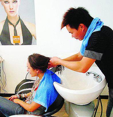 La Finanza fa barba e capelli ai parrucchieri cinesi