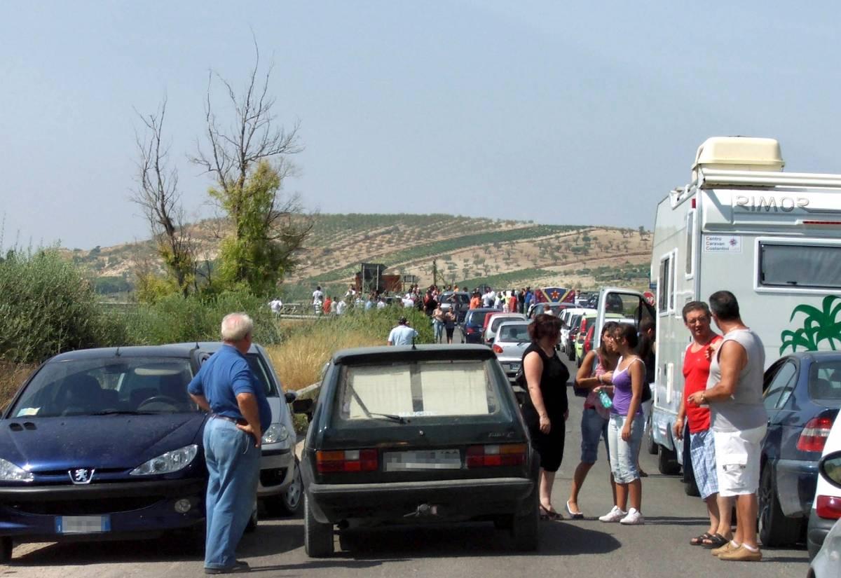 Mazzarino, la protesta  per il 23enne morto  blocca l'autostrada A19