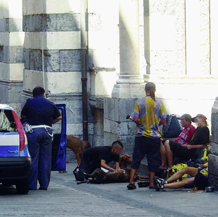 Quando i poliziotti agiscono e la sindaco si gira dall'altra parte