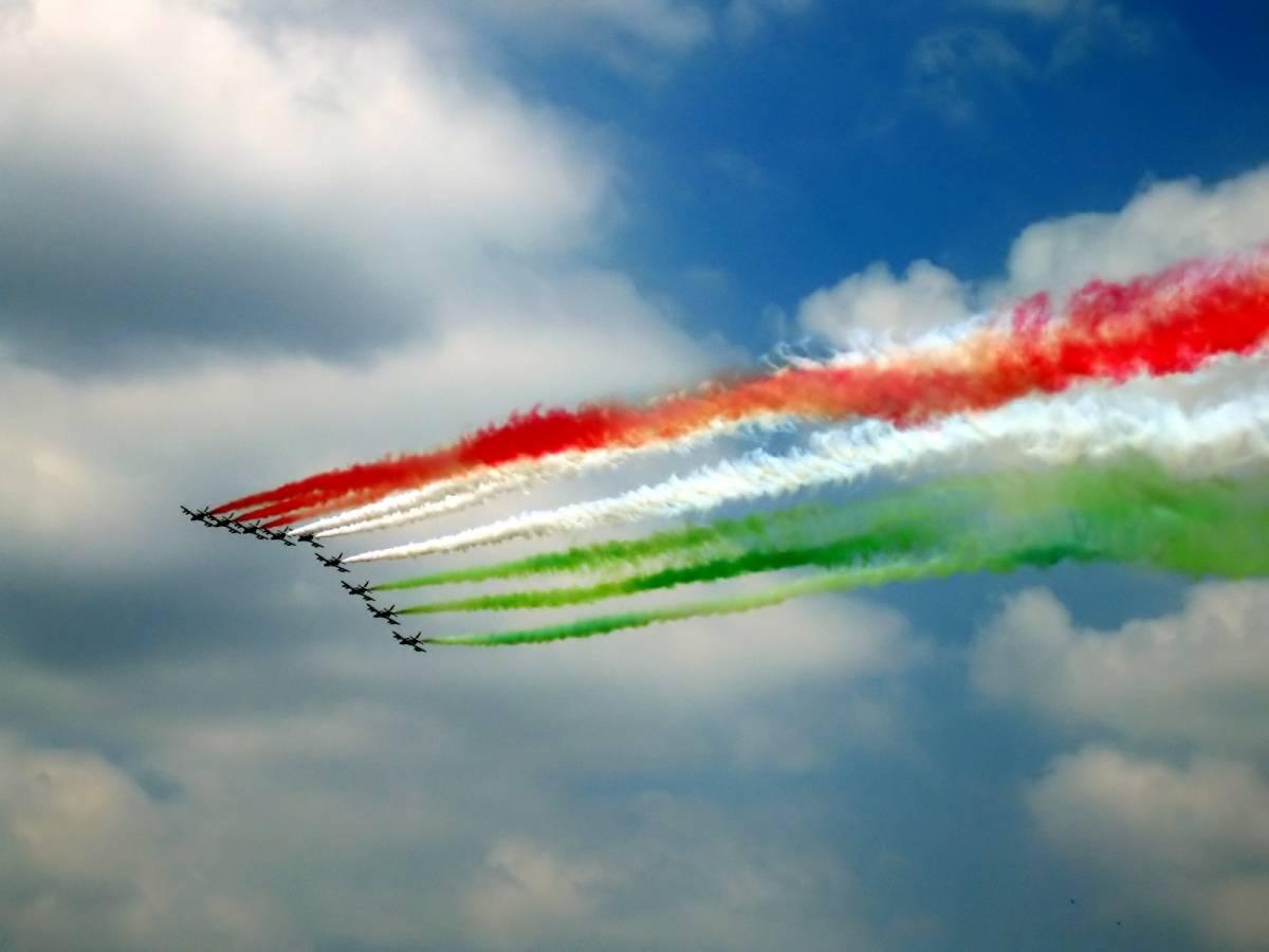Frecce, Gheddafi cede:  il cielo di Tripoli tinto  del tricolore italiano