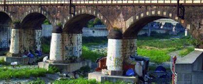 Valpolcevera Campo nomadi abusivo sotto il ponte della ferrovia