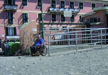 Sturla, dove il mare diventa a portata di disabile