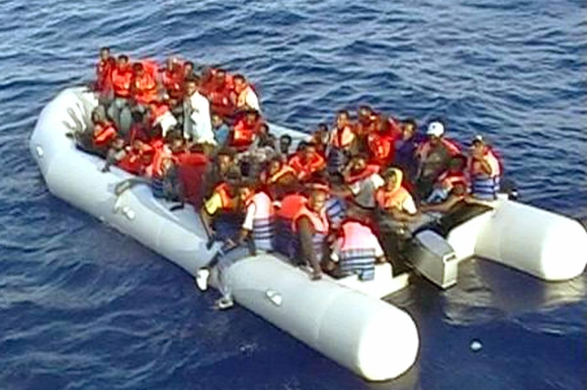 Barcone in avaria, Malta salva 96 clandestini