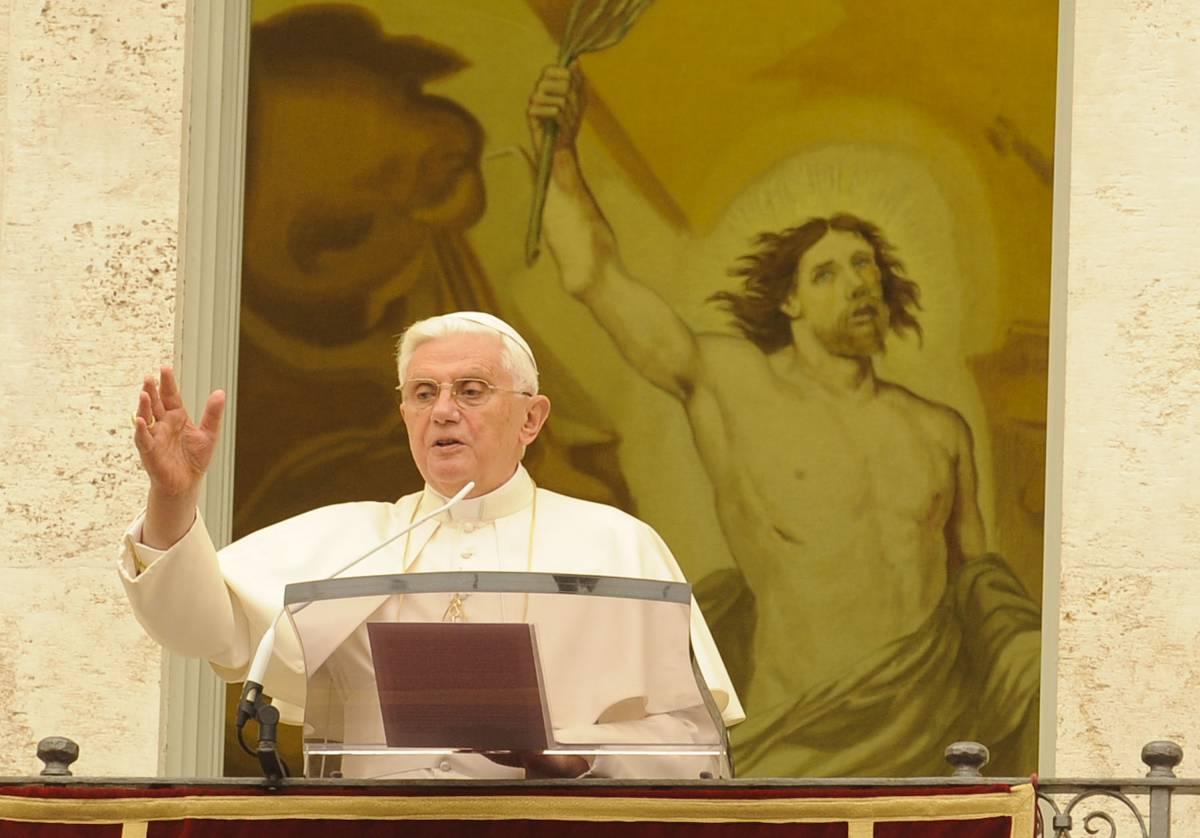"""Monito di Benedetto XVI  """"Dio persegue le colpe,  ma protegge i peccatori"""""""