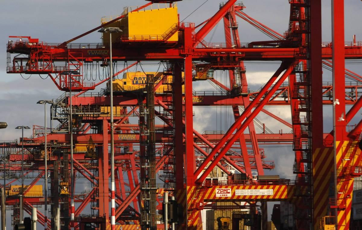 Istat, l'export in ribasso:  a giugno cede il 20,7%  Negativo anche l'import