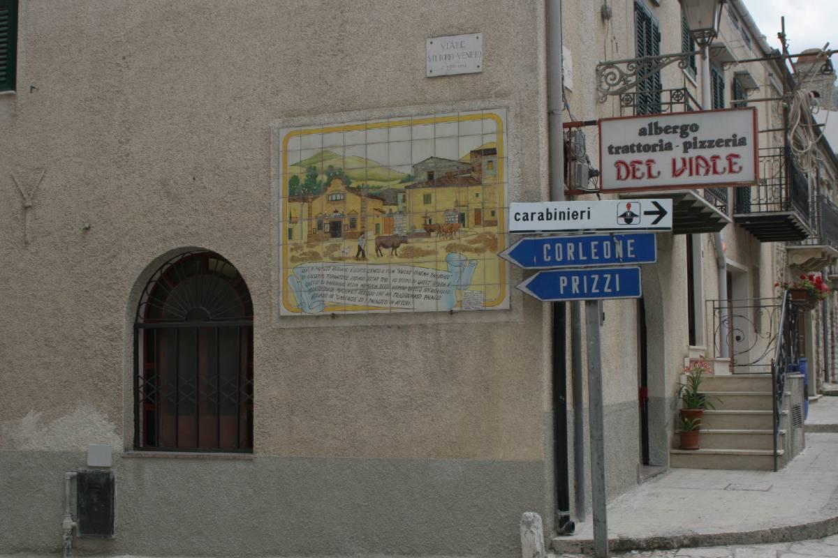 Palermo, in quattro violentano 13enne disabile