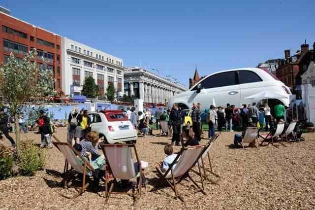 """Londra, in 50mila a Oxford Street per il """"500one"""" della Fiat"""