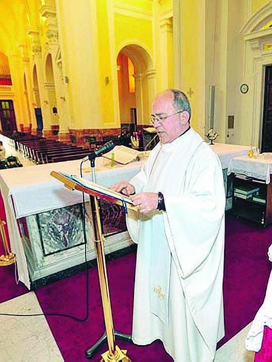 Candele cliccate sul web e cyber-fiori in chiesa a Ostia