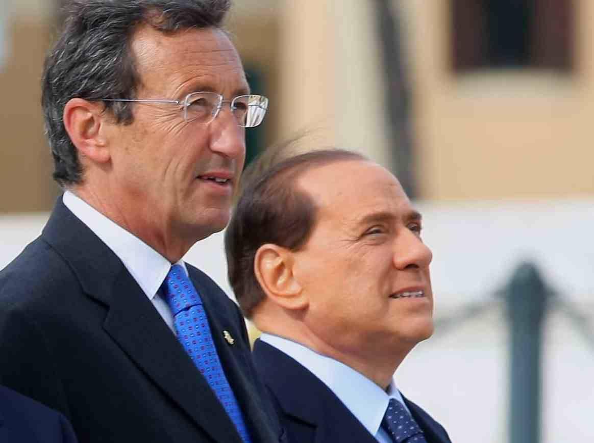 """Caso Fini, Berlusconi si dissocia: """"Io lo stimo"""""""