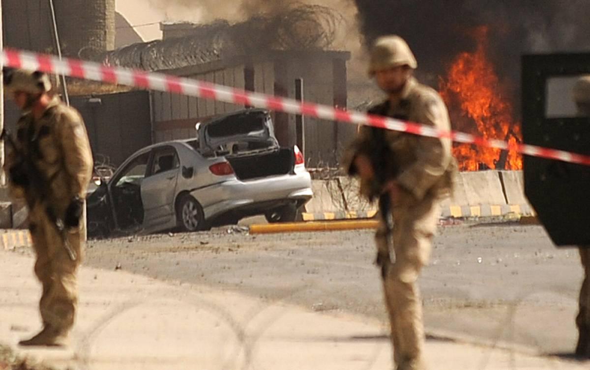 Kabul, attacco kamikaze  all'aeroporto: due morti  Rivendicato dai talebani