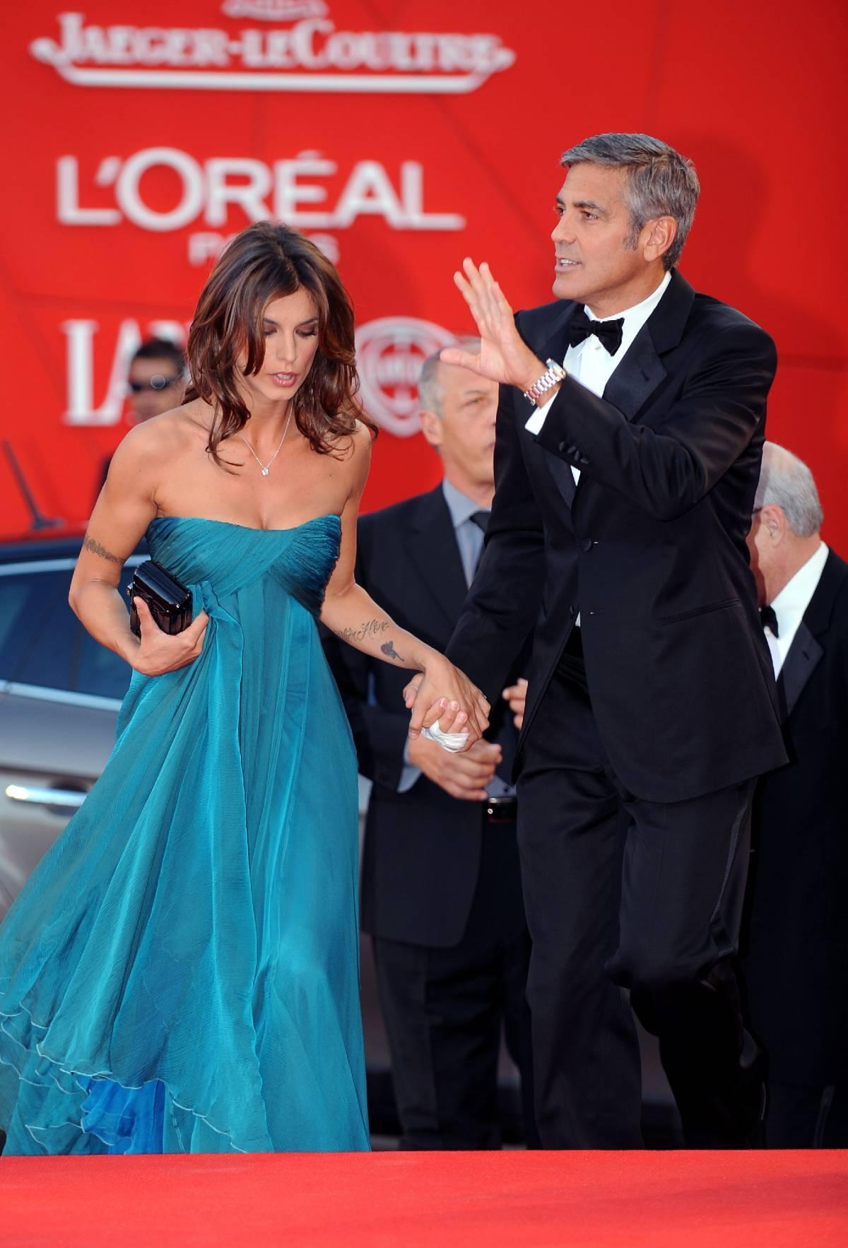 Clooney al Lido con la Canalis  Ma niente baci per i fotografi