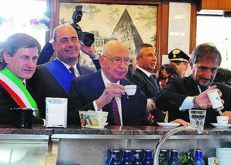 Napolitano e La Russa uniti davanti a un espresso