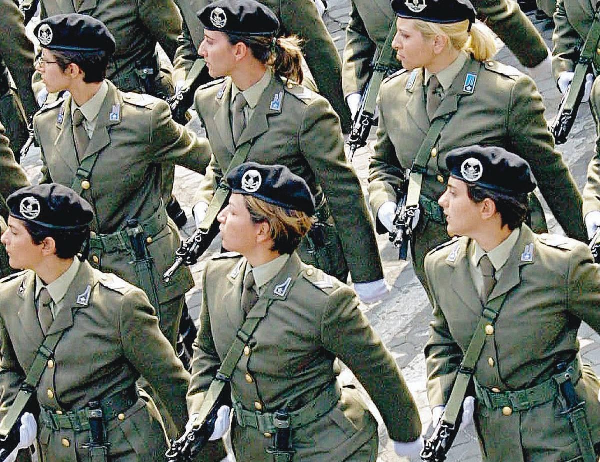 Le ragazze invadono le scuole militari