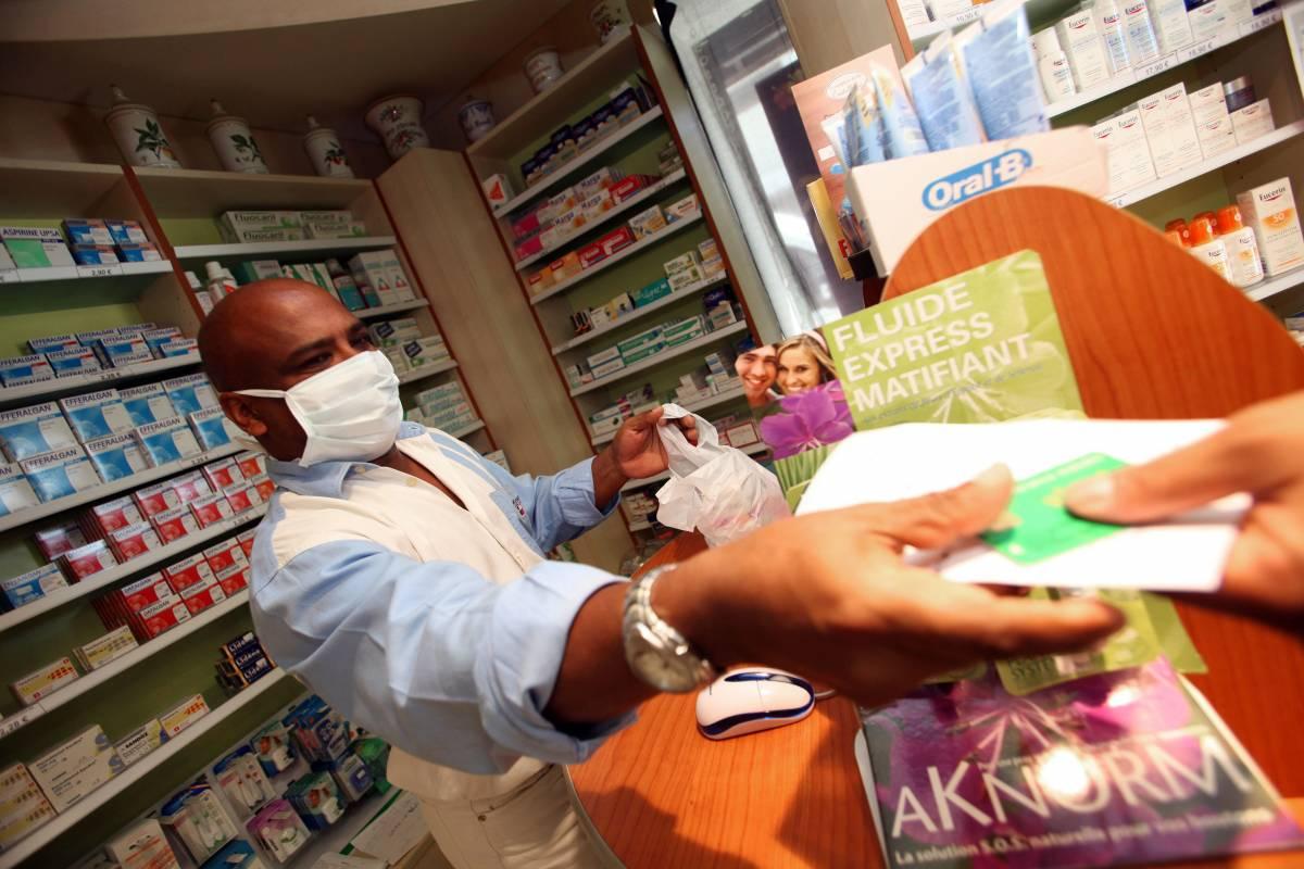 """Influenza, Fazio assicura:  """"La malattia è più leggera""""  Scuole, Gelmini: no rinvio"""
