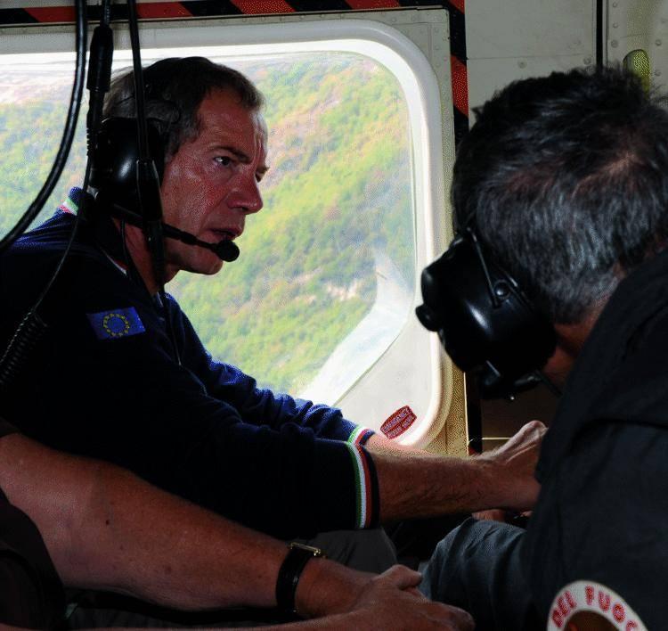 Bertolaso in volo  sulle ceneri di Genova: «Sfiorata la tragedia»