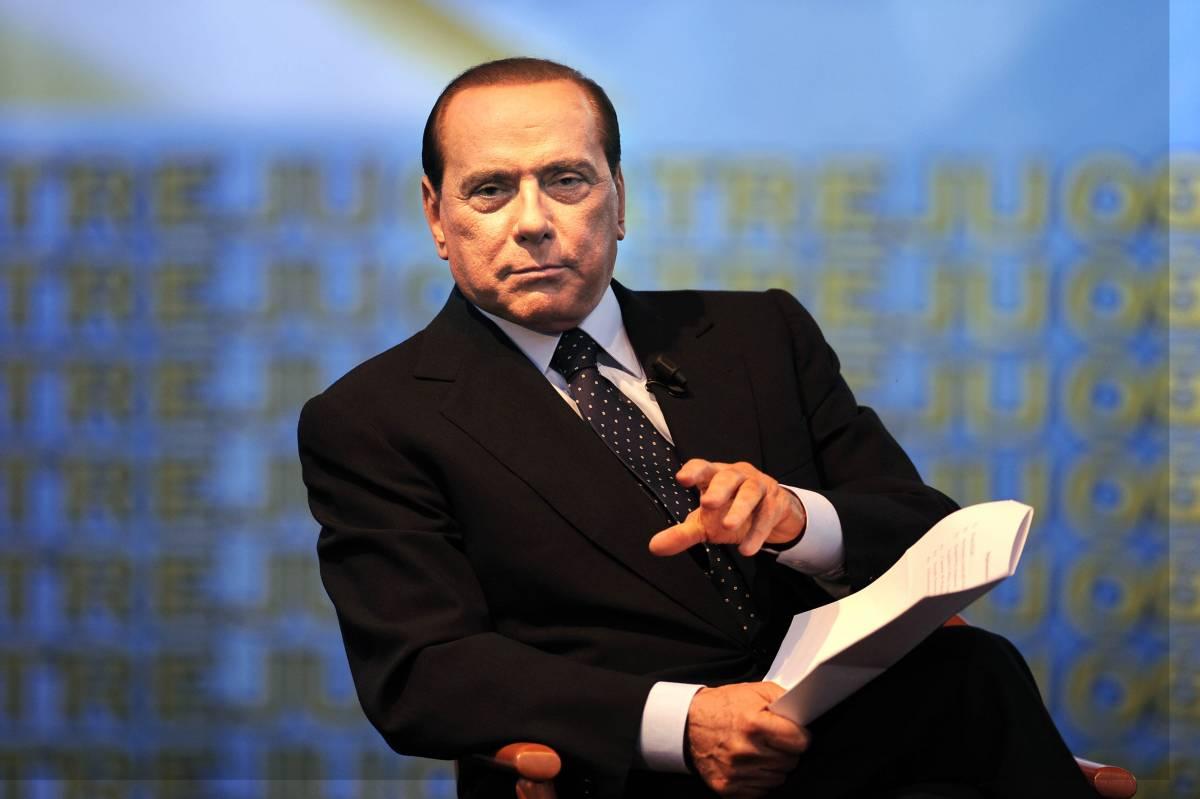 """Giornali, Berlusconi scherza con Zapatero:  """"La televisione è buona, non cambia le parole"""""""