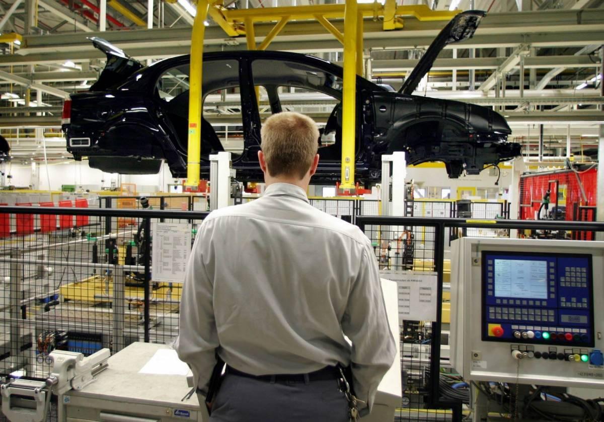 Produzione industriale,  torna a crescere: +1%  E' meglio delle attese
