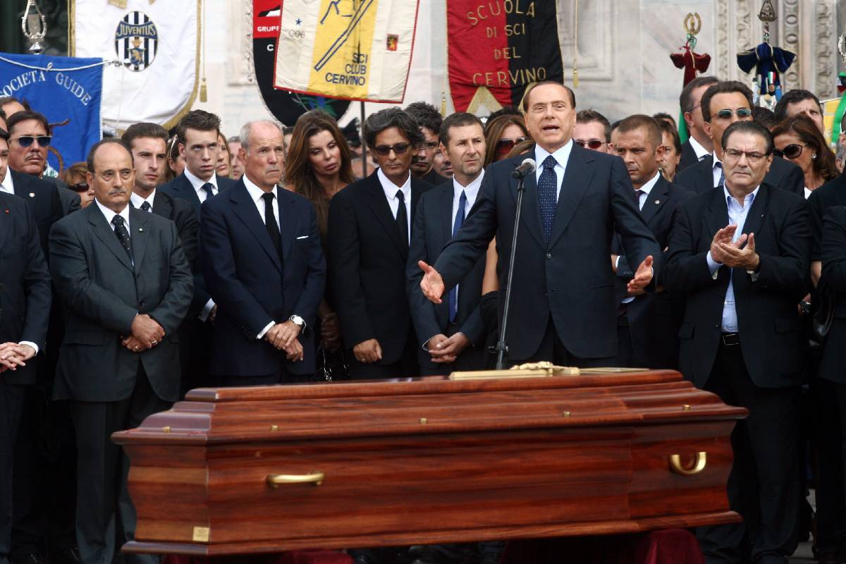 Sul sagrato il ricordo di Fiorello, Fazio, Baudo e Berlusconi