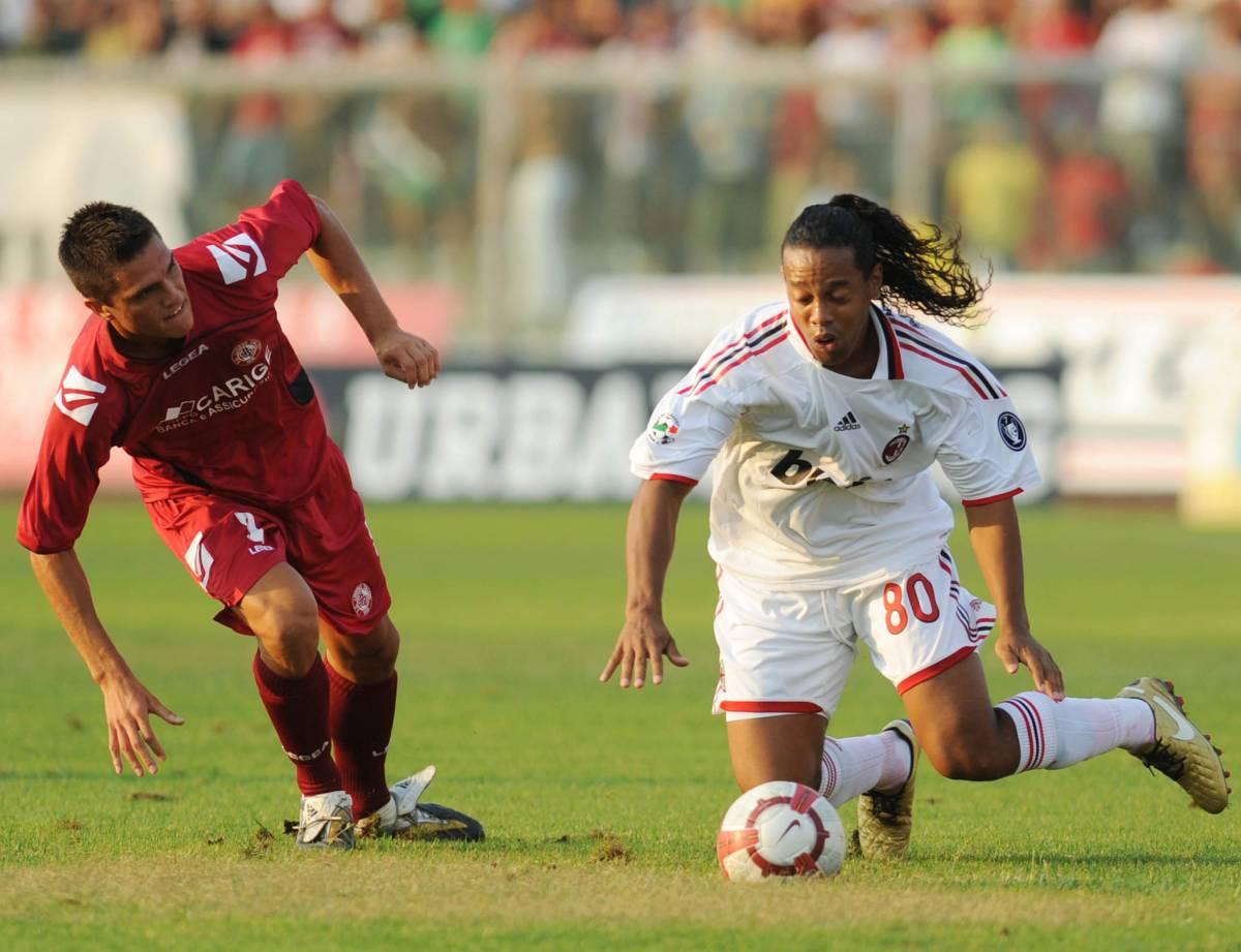 Il Milan è ancora un fantasma e Ronaldinho anche peggio