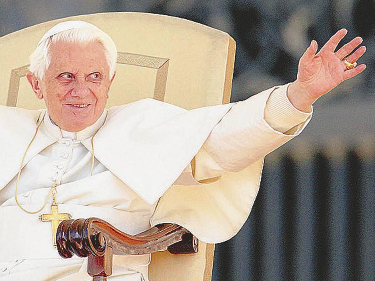 Ratzinger riforma la messa Basta con l'ostia sulla mano