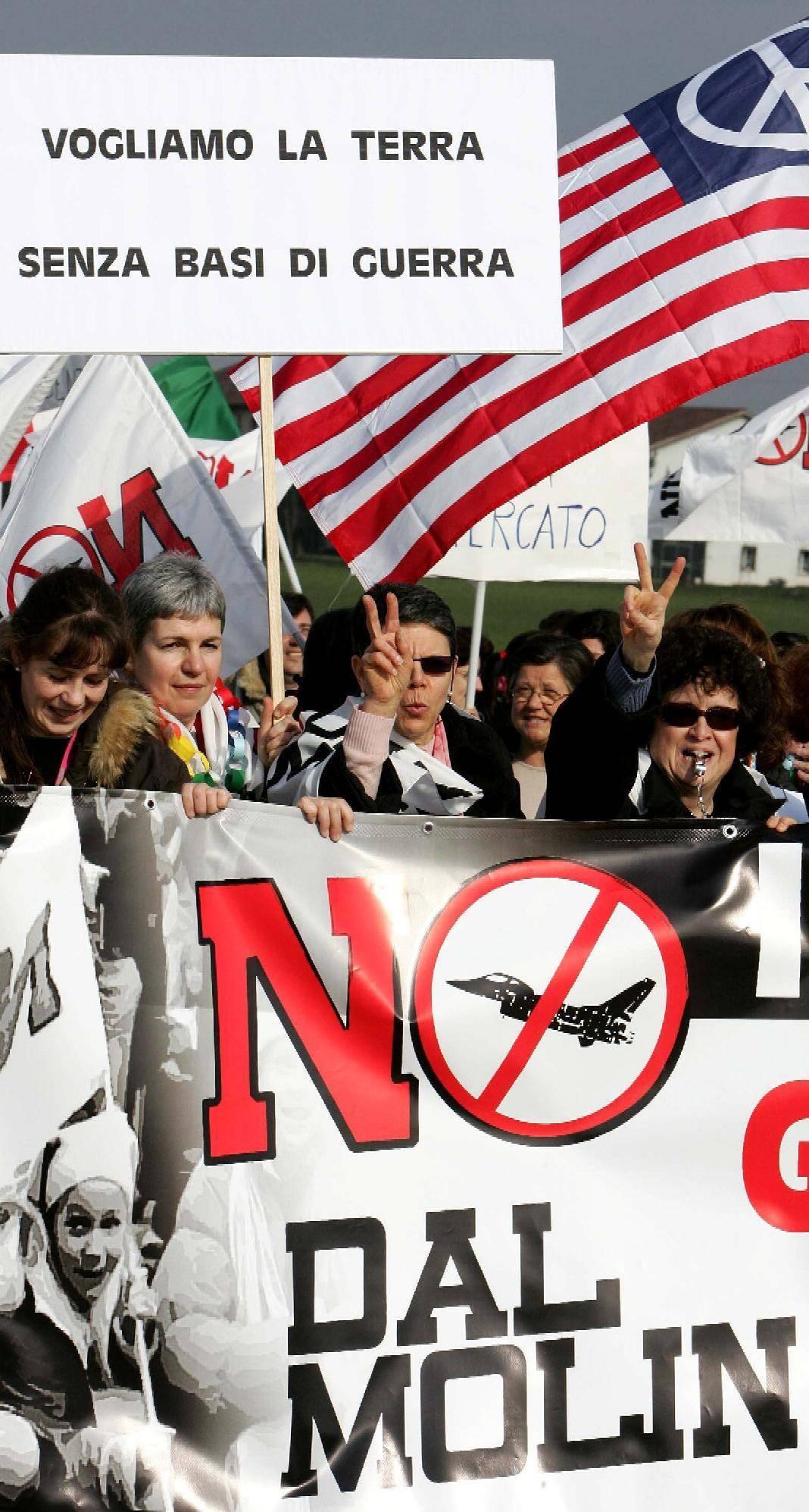 Dietrofront del sindaco: «Stop alle proteste ha vinto la base Usa»
