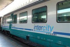 """Arezzo, deraglia intercity  Le Fs: """"Era in manovra"""""""