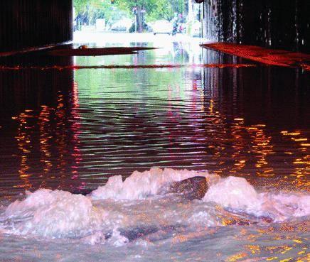 Piove un giorno e Genova va sott'acqua. E oggi ancora bufere