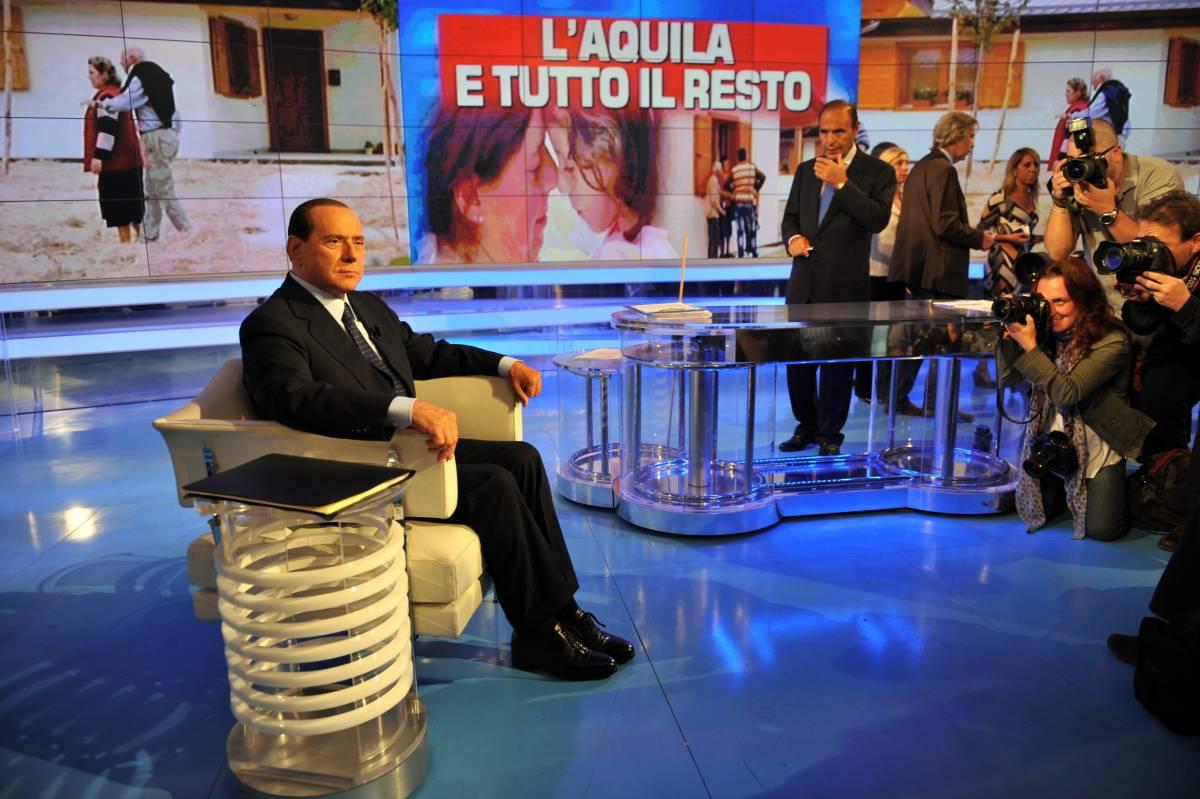 """D'Alema: """"Squallido bollettino di regime"""". Il Pdl: è odio"""