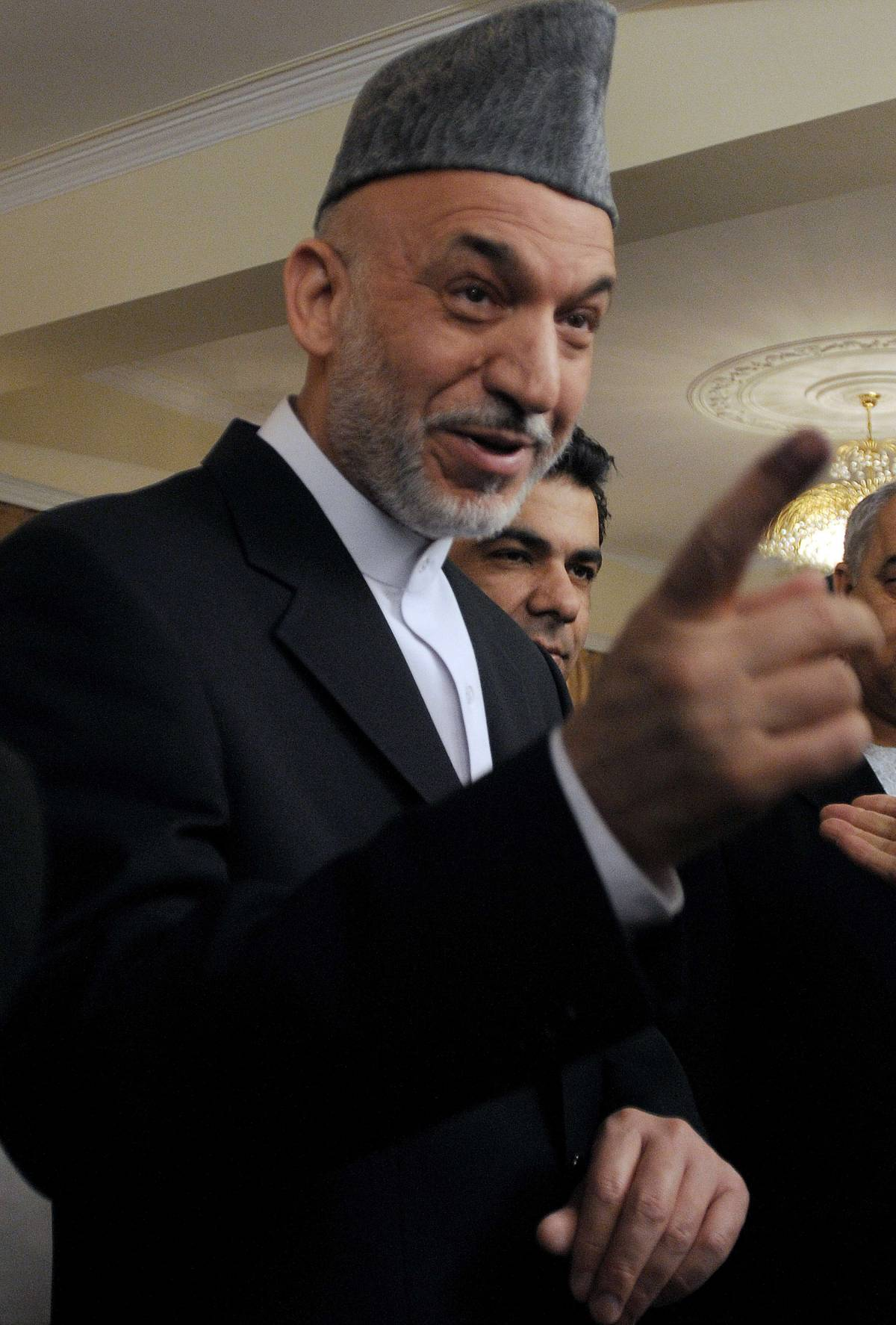 Afghanistan, Karzai vince al primo turno: 54,6%  Gli osservatori Ue: 1,5 milioni di voti sospetti