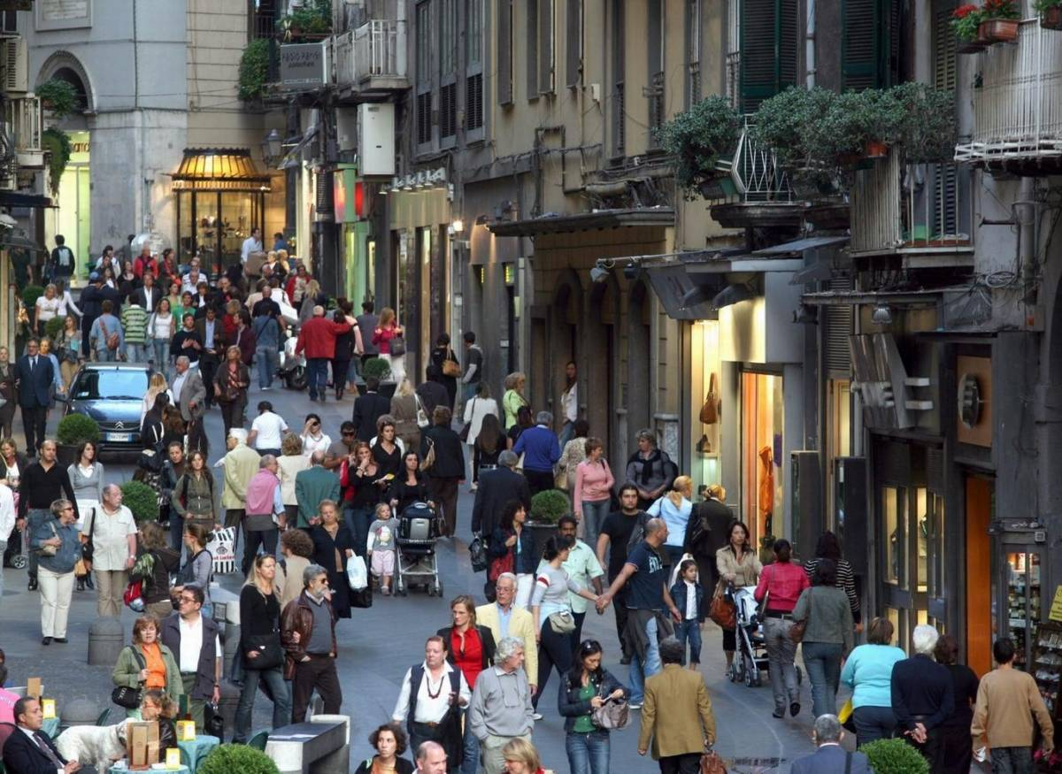 Le ronde diventano chic, a Napoli i vip per strada