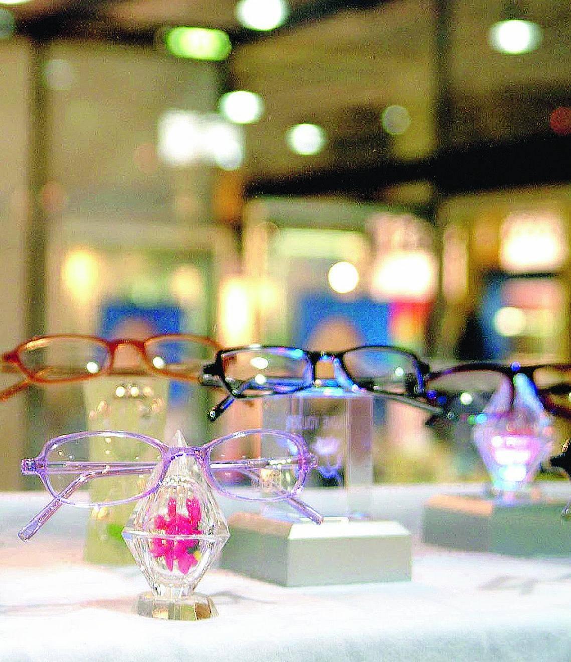 Gli occhiali da vista sequestrati distribuiti nel Terzo mondo