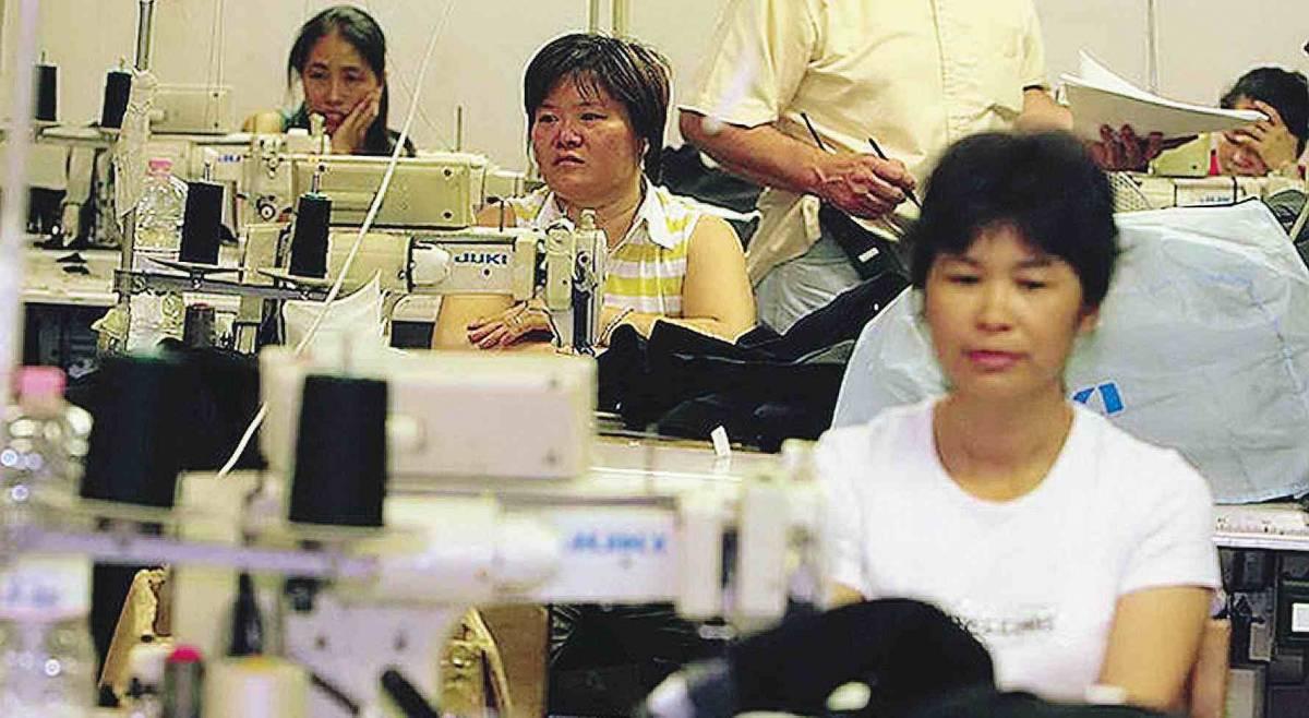 Sarti e calzolai addio, così i cinesi  fanno le scarpe agli artigiani milanesi
