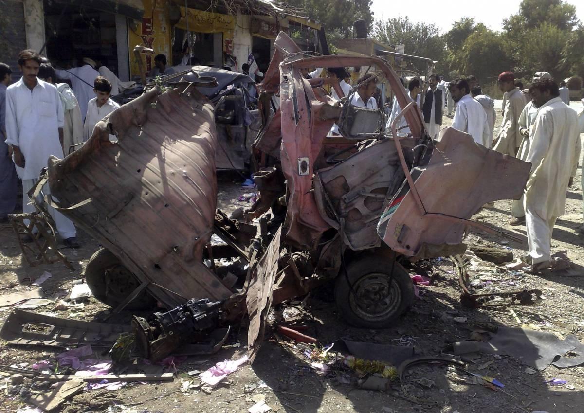 Pakistan, autobomba contro hotel: 33 vittime