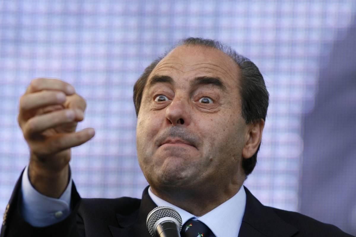 """Di Pietro: """"Berlusconi?  Finirà come Saddam""""  Bondi: """"Come un bandito"""""""
