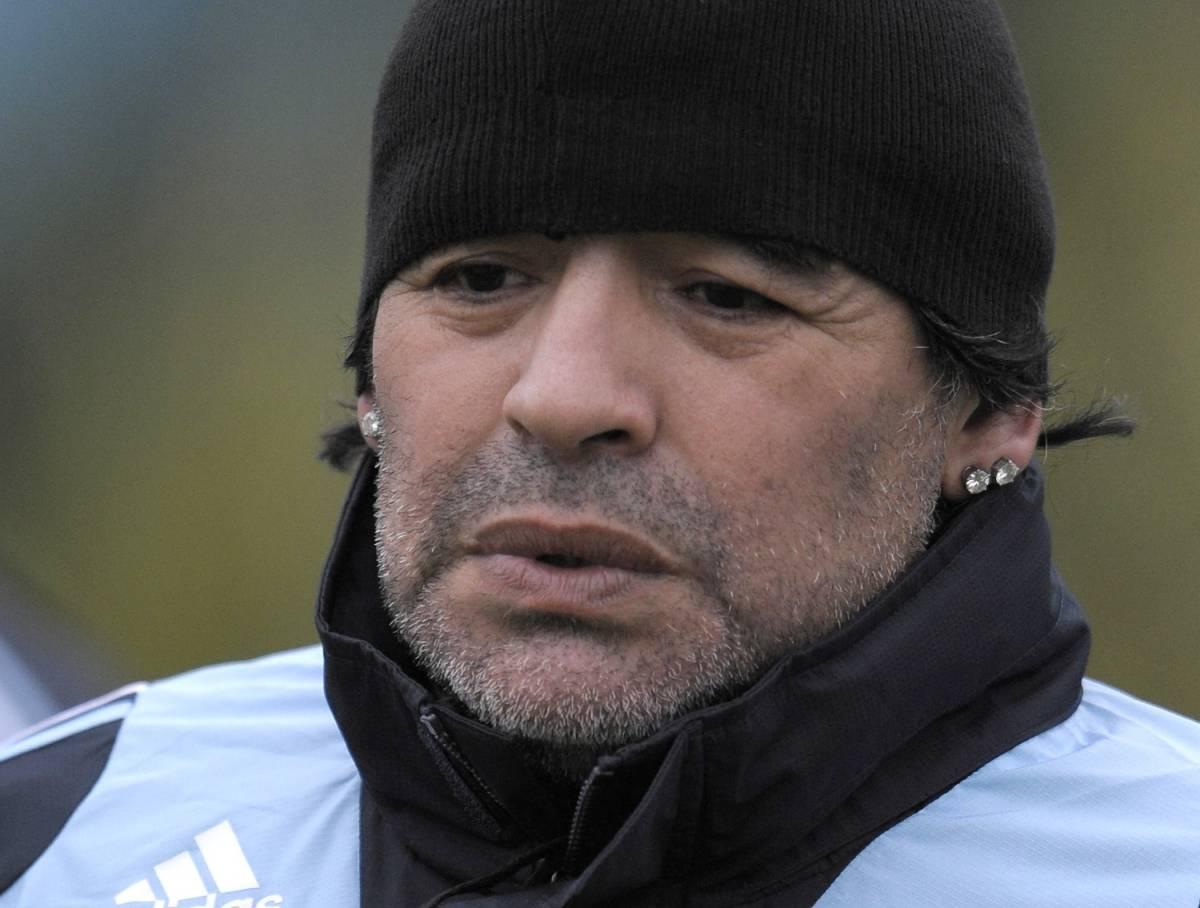 Maradona in fuorigioco:  pignorati gli orecchini