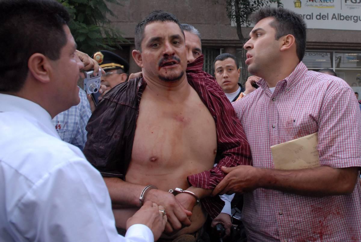 Messico, scoppia l'inferno in metro  writer spara sulla folla: due morti